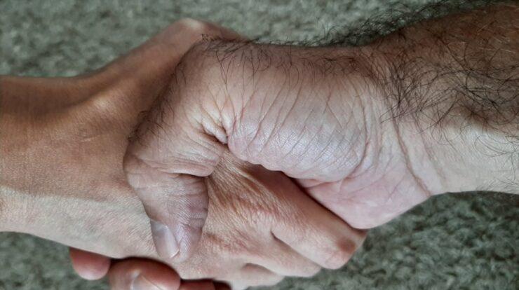 Doar așa sunt dispus să dau mâna!